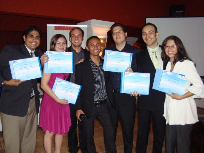 Rafael Monge, Cristina Araya, José Daniel Lara, Ocliver Rojas, Alfonso Rojas, Maikol Porras y Sofía Villalobos en la Graduación de Agentes de Cambio de la Generación 2009.