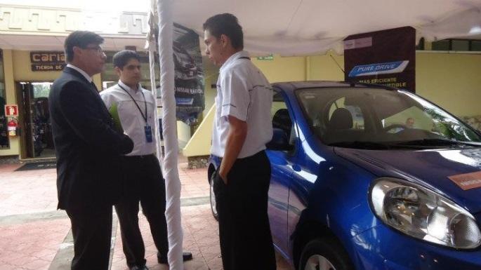 Presentando junto con Marcos Fernández la tecnología Pure Drive del Nissan Leaf. Aquí estábamos en el Latin Carbon Forum 2011.